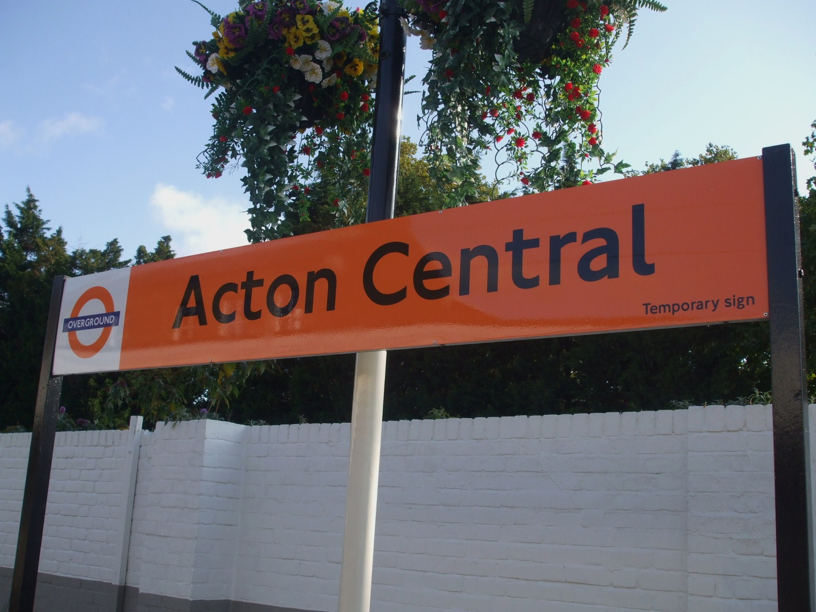Acton_Central_stn_signage