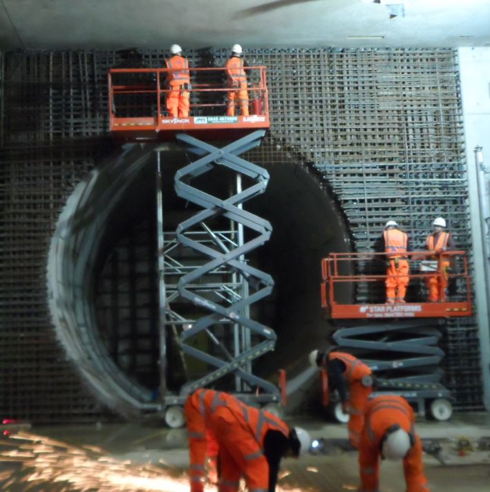 Adding reinforcement to tunnel eye wall