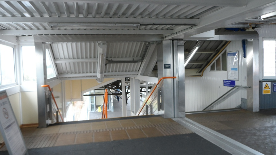 New Staircase to platforms 1 and 2