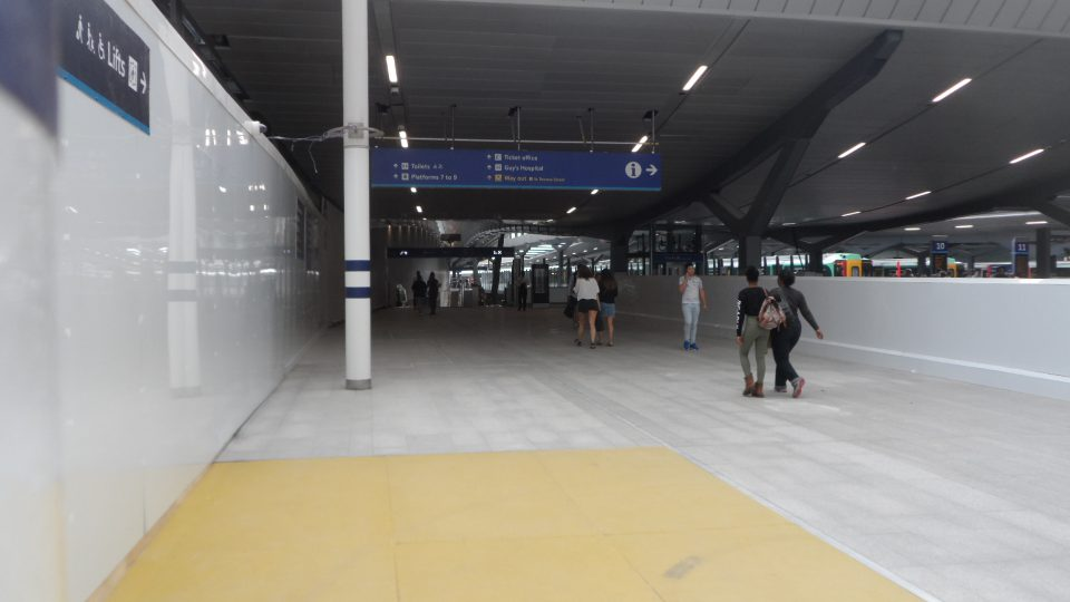 Way to new concourse from existing one