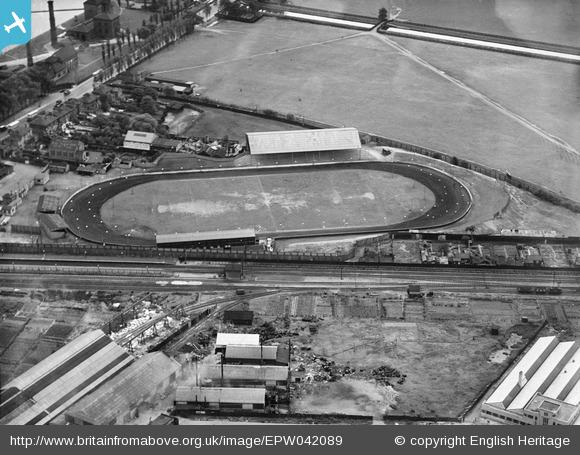 Lea Bridge Stadium in 1933