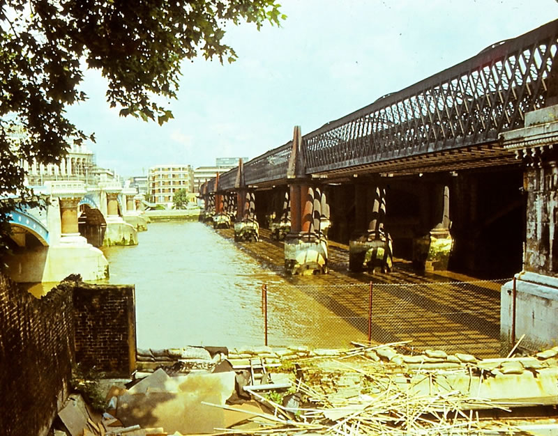 The old Blackfriars western bridge in 1980, photo courtesy of beareye2010