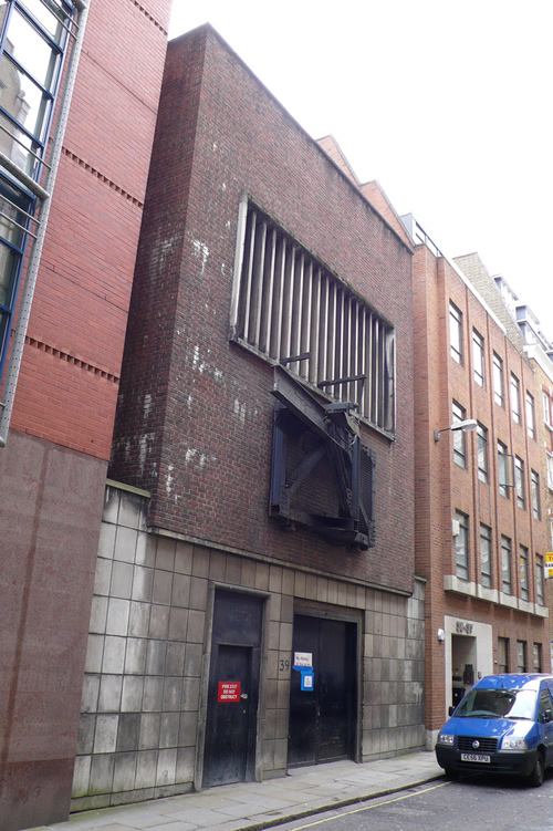 A goods entrance to Chancery Lane (possibly added during conversion to the Kingsway Bunker)