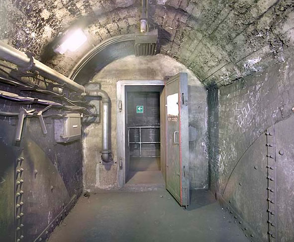Blast Door into the Flood Control Centre, via Subbrit