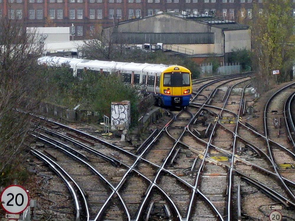 A 378 emerges at Factory Junction bound for London Bridge