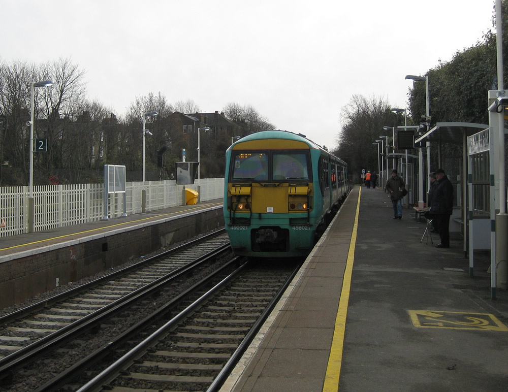A 456 pulls into Wandsworth Road