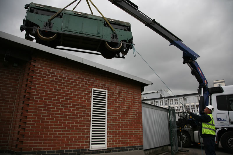 Lifting the 1927 unit over the surrounding buildings