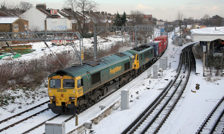 Freightliner Class 66 diesel running under electrified lines
