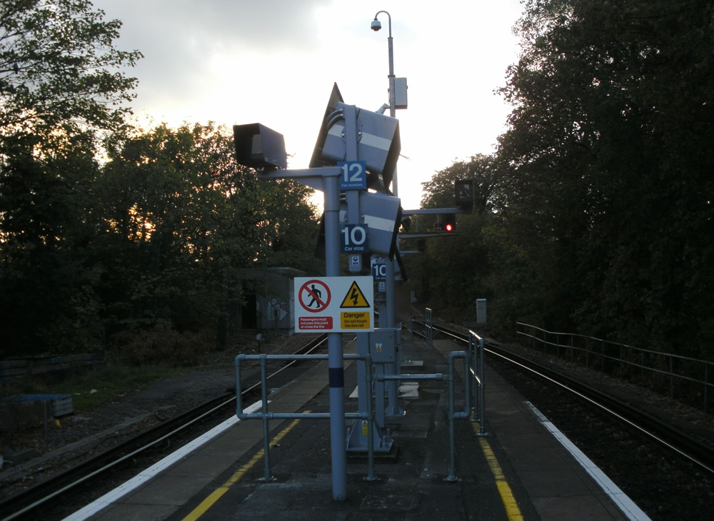 The monitors at the London end of platform (with redundant markers)
