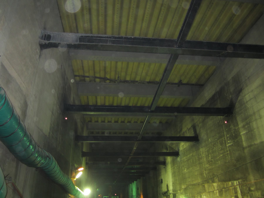 The tunnel roof