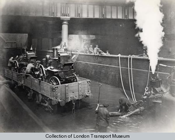 Storm flooding at Farringdon in 1915, via the LTM