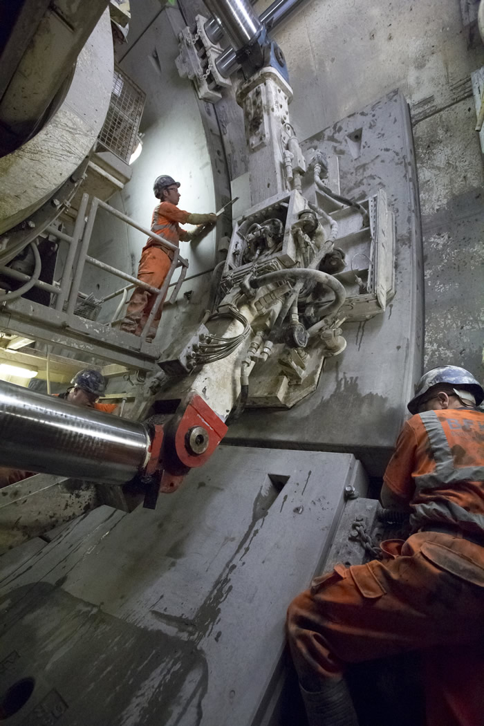 Laying ring segments in the western tunnels